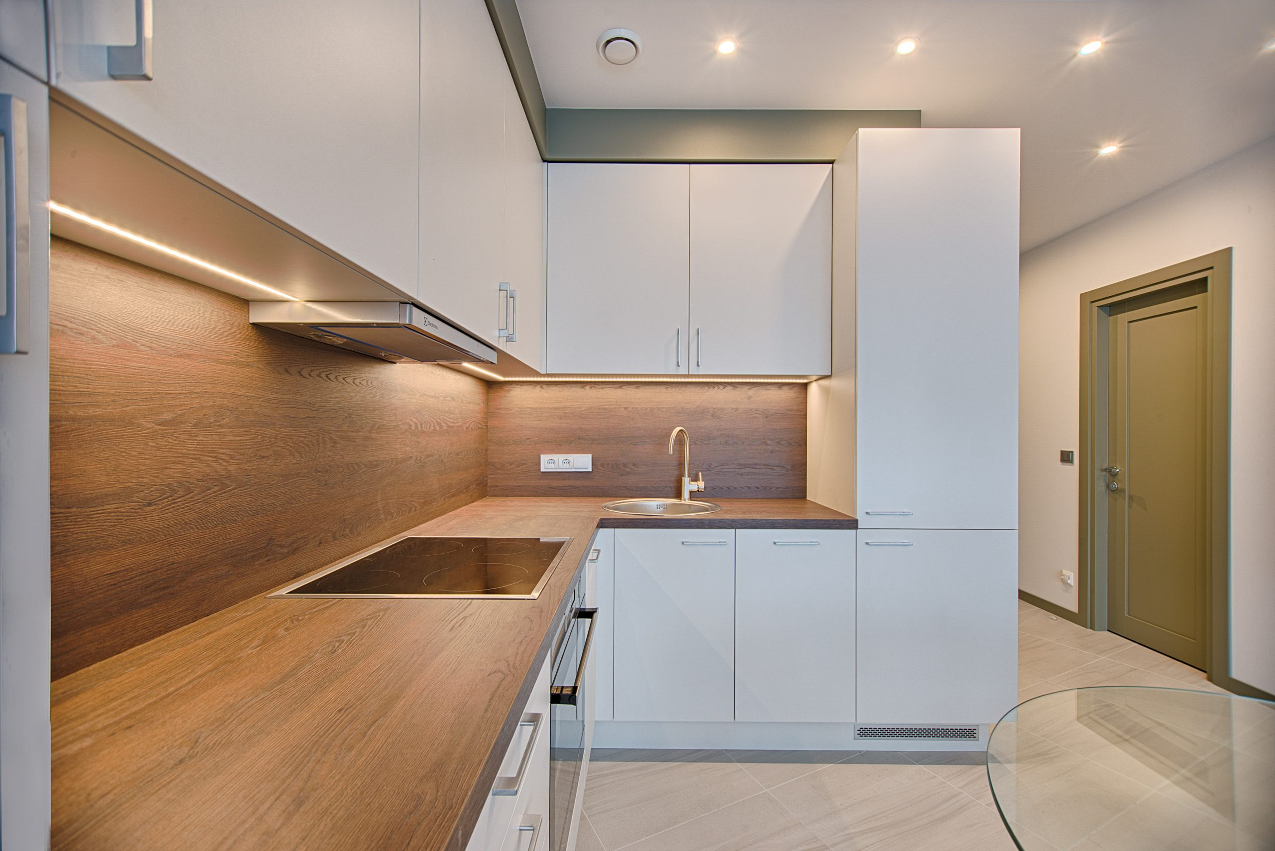 white-wooden-modular-kitchen-1643384